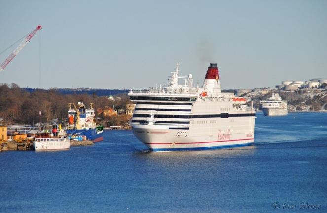 Viking Cinderella och Birka Stockholm på väg in.